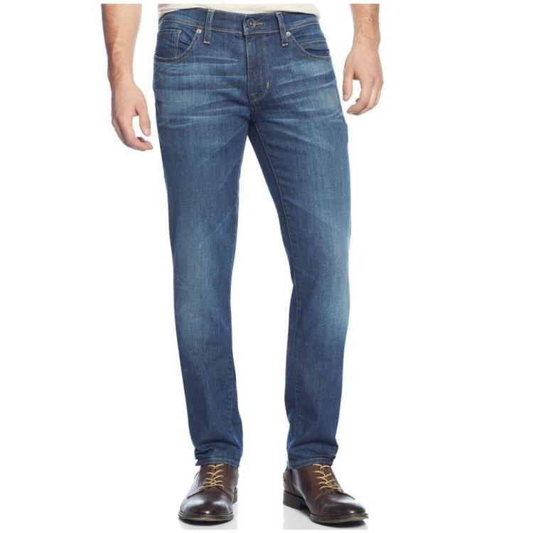 Flares - třetí nejoblíbenější a nejrůznější džíny. Oni jsou opotřebováni  mírně nižší než klasické. Zatímco tradiční džíny jsou lehce propůjčeny  kotníku 12e6ec1e95
