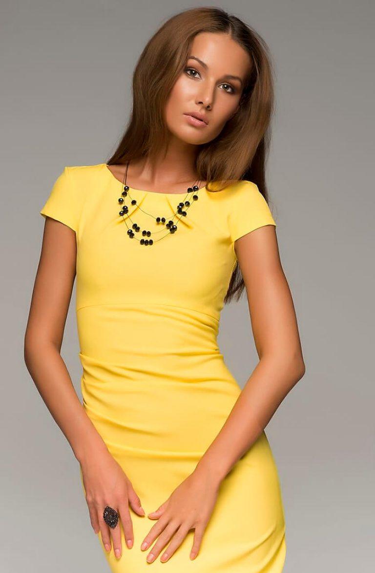 8bb86fb4244 Ve třicátých a šedesátých letech měla móda pro malé černé šaty pokryté  celou krásnou polovinu lidstva. Včetně Audrey Hepburnové a Jacqueline  Kennedyové.