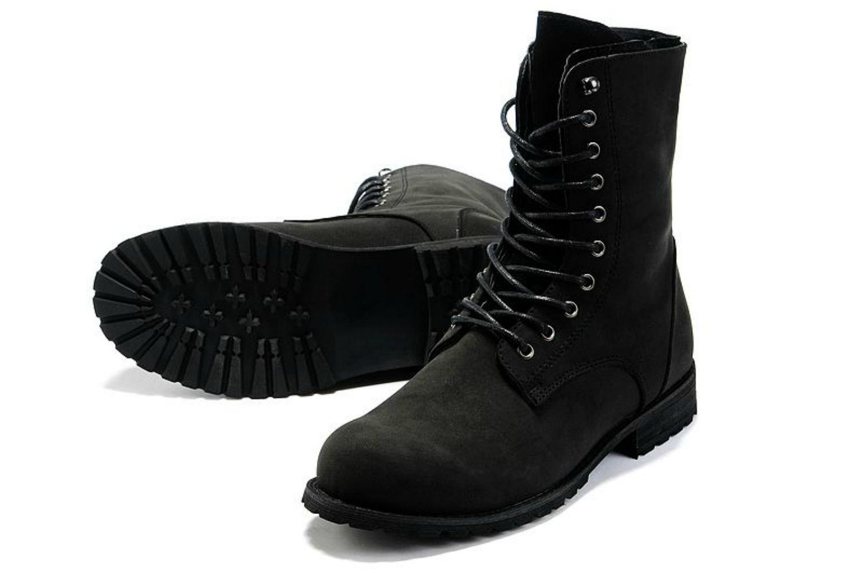 93c4005da من الضروري أن نشيد براعة هذا النمط من الأحذية - أنها تناسب تماما في أي صورة  تقريبا. ومع ذلك ، فإن الاتجاه للأحذية العسكرية في الجديدة سنة الموضة خضع  لبعض ...